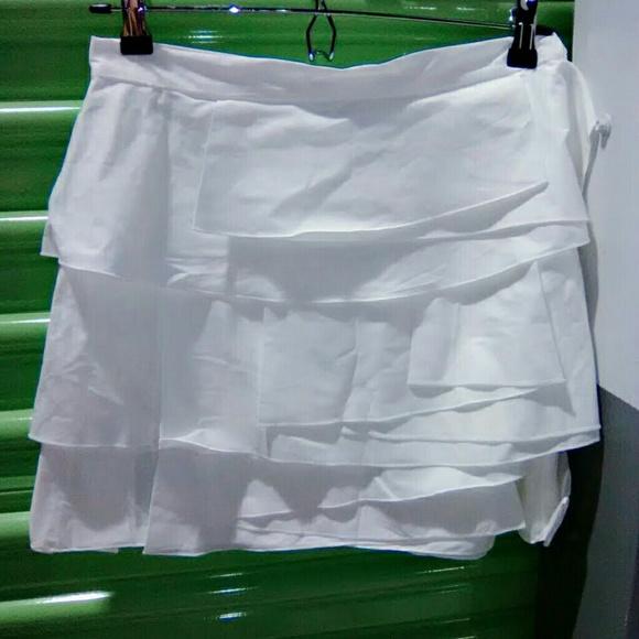 BCBGMaxAzria Dresses & Skirts - BCBGMAXAZRIA White skirt with layered ruffles